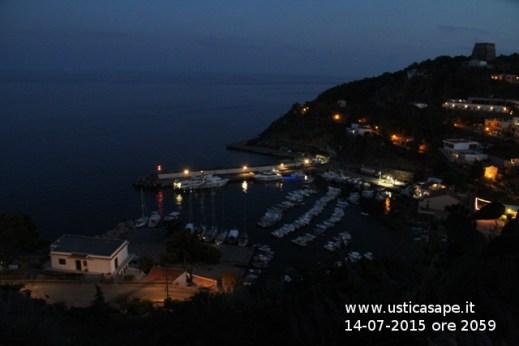 Ustica di sera - Aliscafo Eraclide pernotta ad Ustica