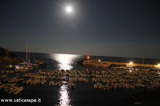 Ustica, Luna piena d'Agosto su Cala Santa Maria