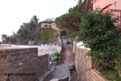 Strada che porta alla torre Santa Maria