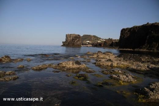 """Ustica, grande """"secca"""" ai Faraglioni"""