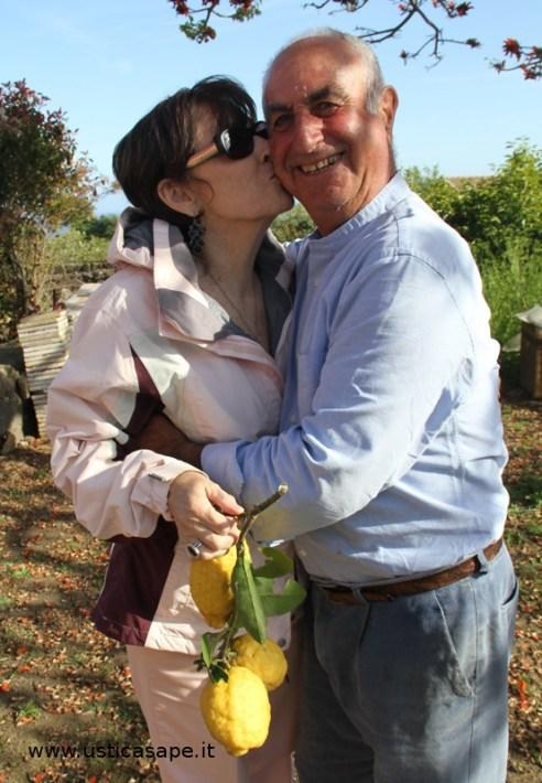 Un appassionato bacio in cambio di tre limoni