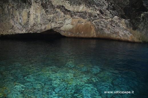 Ustica, interno , grotta, azzurra