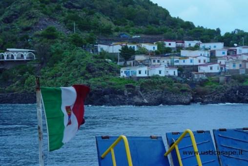 Ustica partenza con nave, villaggio pescatori