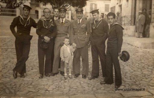 Piazza di Ustica,  foto militari in servizio stazione Meteo