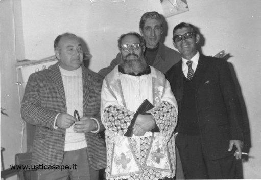 Foto ricordo con Padre Carrmelo (Luigi, Nino, Onofrio)