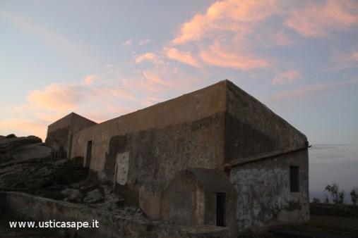 Ustica, Rocca della falconiera all'alba
