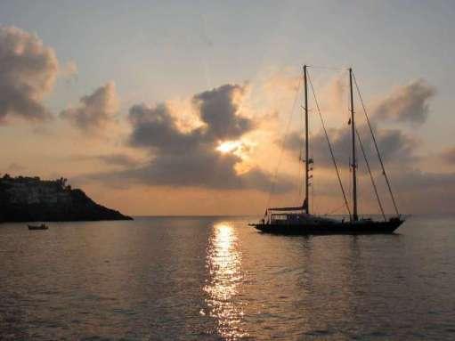 Ustica, alba con veliero