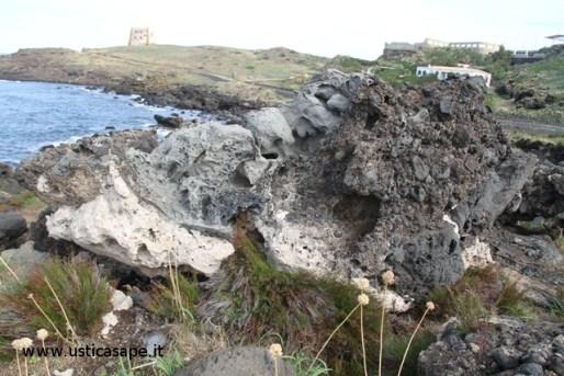 Ustica, scogliera e torre dello Spalmatore