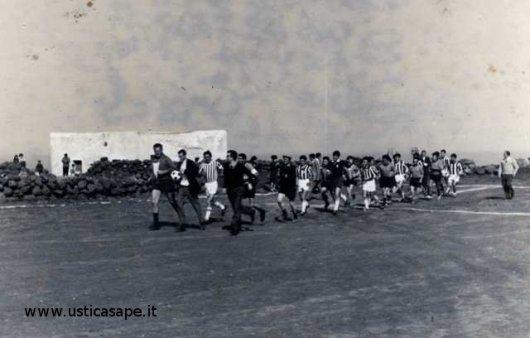 Ustica, partita di pallone