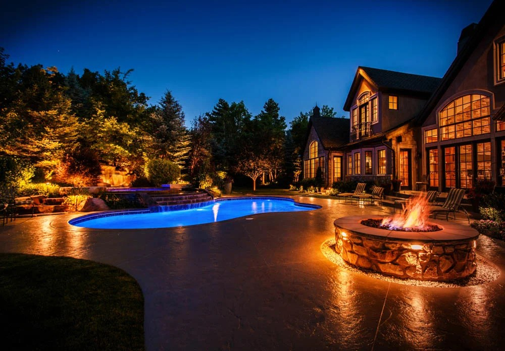 10 Great Ways To Light A Swimming Pool This Summer
