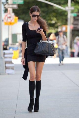 Čizme i kratka haljina