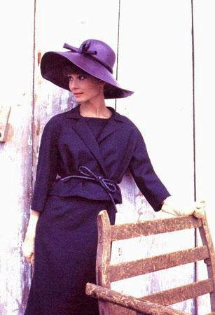 Odelo sa suknjom za elegantan izgled