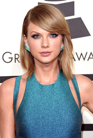 Taylor Swift – Bob frizura i seksi šminka