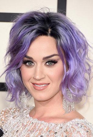 Katy Perry – Kosa boje lavande i Cat eyes