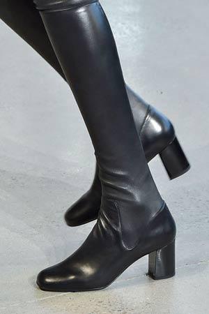 crne klasicne cizme iznad kolena