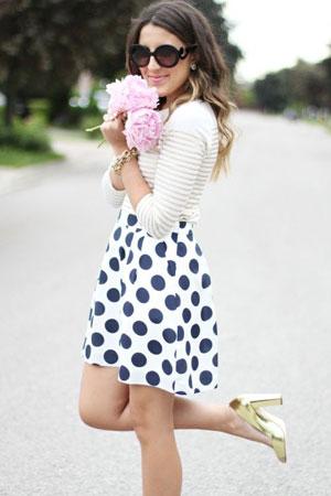 prugasta bluza i suknja na tufne