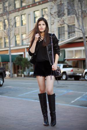 kozne crne dublje cizme uz crni outfit