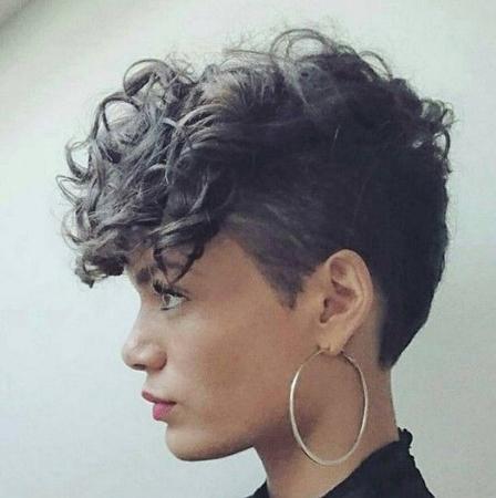 mohikano piksi frizura sa loknastim siskama