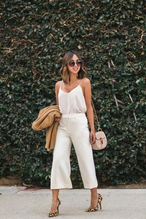 bela odeca pantalone i bluza