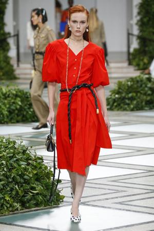 boje za leto - svetlo crvena haljina
