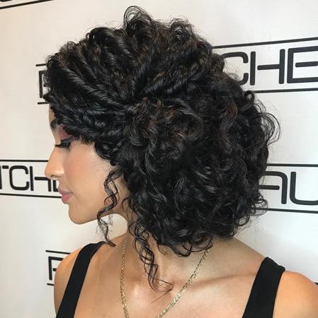 frizure za talasastu kosu- eleganti updo sa strane