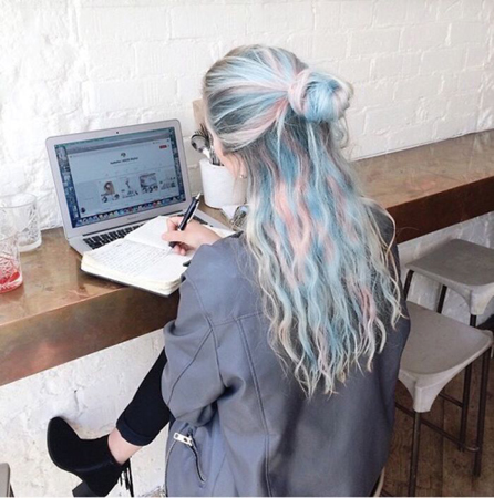 holographic boja kose-umereni stil