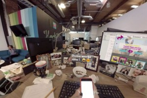 UTURN VR view of desk