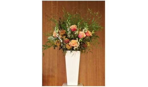 Flower arrangement with peach-colored roses (Sept 2017)