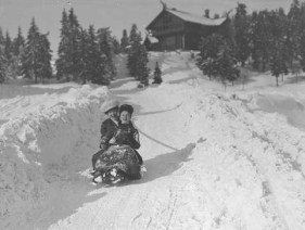 Sledding at Frogeseteren_ 1906