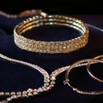 jewelry: bracelet, necklace, earrings