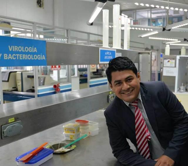 Felipe Roberto Flores de la Rosa estudia el Doctorado en Ciencias en Biotecnología y Ecología, en el Inbioteca