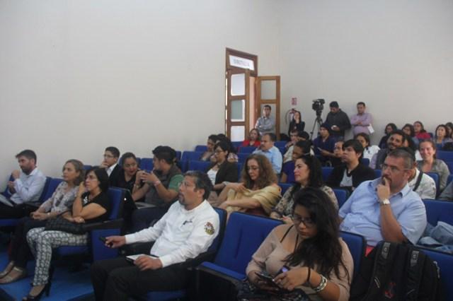 Los asistentes escucharon atentos la conferencia sobre la situación de inseguridad que atraviesa el estado