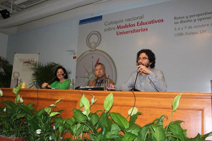 """En la mesa """"Temas transversales"""" participaron Raúl Homero López Espinoza e Hilario Anguiano Luna"""