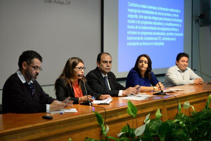 """Expertos de diversas universidades del país participaron en la Mesa 2.1 """"Recursos pedagógicos"""""""