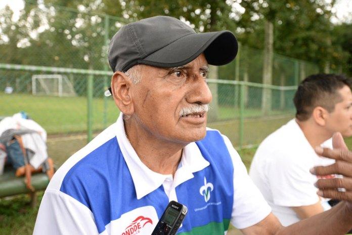 Miguel Camacho Medina, instructor de voleibol de la UV