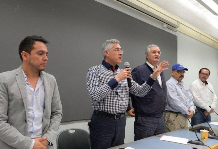Facundo Pacheco Rojas, director de la Fundación UV, al inaugurar el evento