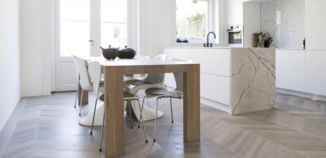 Een houten vloer in de keuken  Nieuws Startpagina voor
