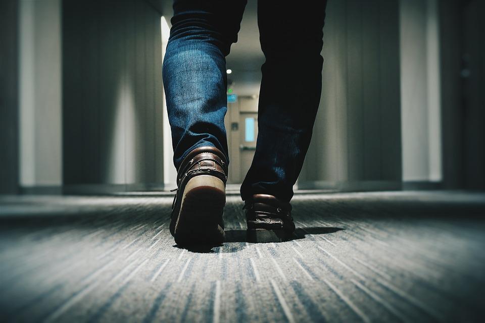 男性 徒歩