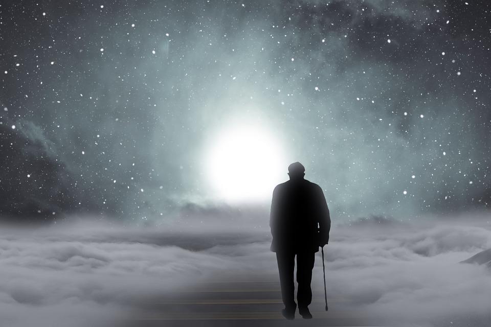 高齢者 男性 老人 杖 歩く