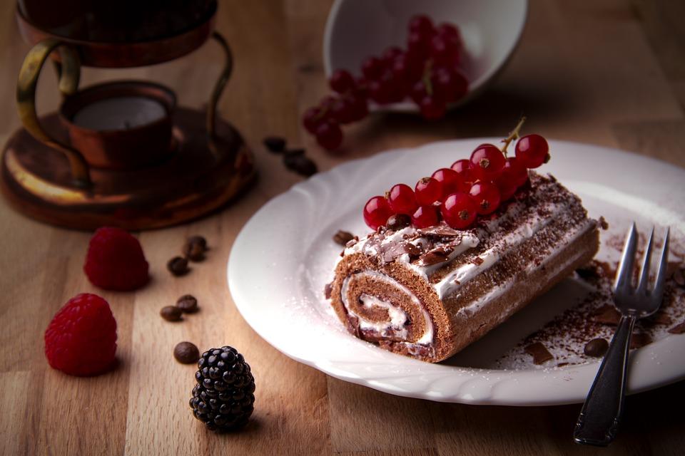 ケーキ 黒い森の桜ロール クリーム カロリー
