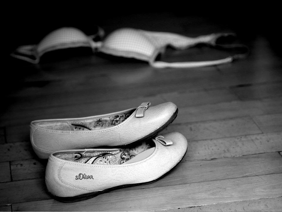 靴 床 グランド 木 背景 ブラジャー 衣料品 衣服 バスト ホルダー ランジェリー 誘惑