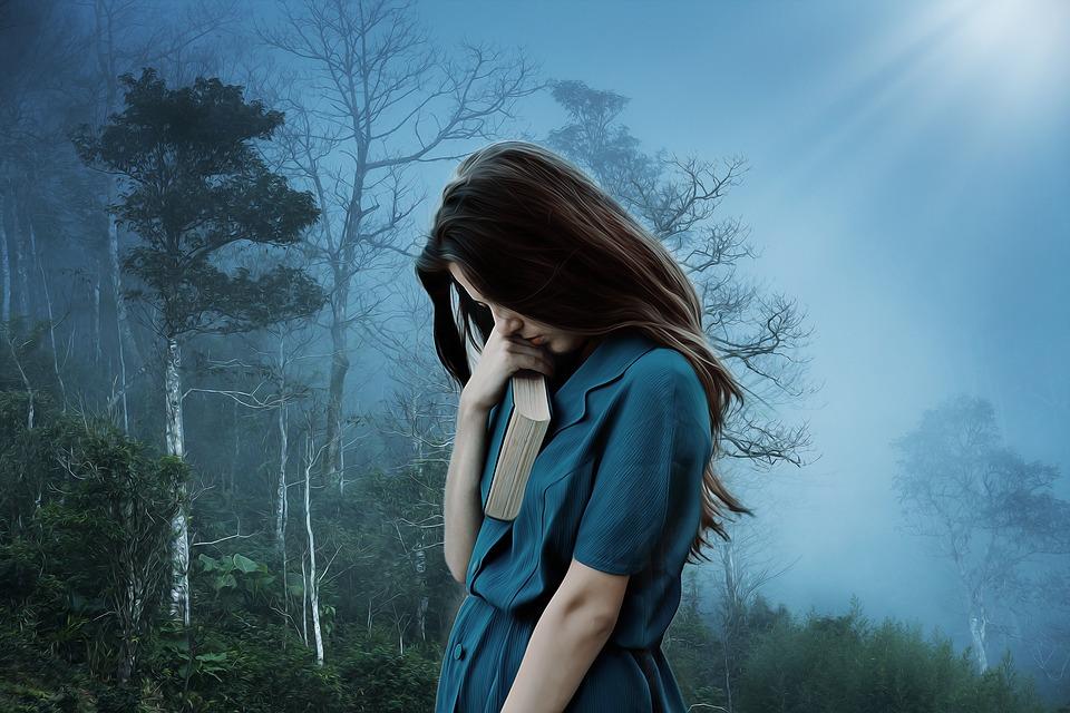 女の子 悲しみ 孤独 悲しい うつ病 だけで 不幸です 苦しみ 女性 若いです 本