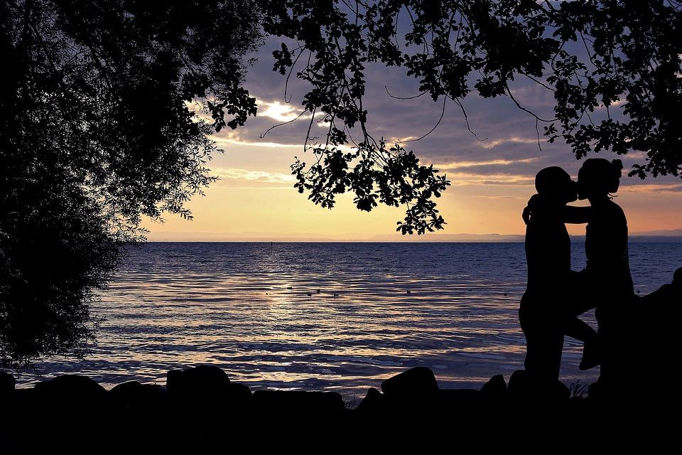 カップル ロマンス 愛 ロマンチック 関係 一緒に 人 雰囲気を好む人 アウトドア 日没