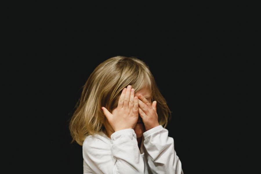子供 女の子 泣く 涙