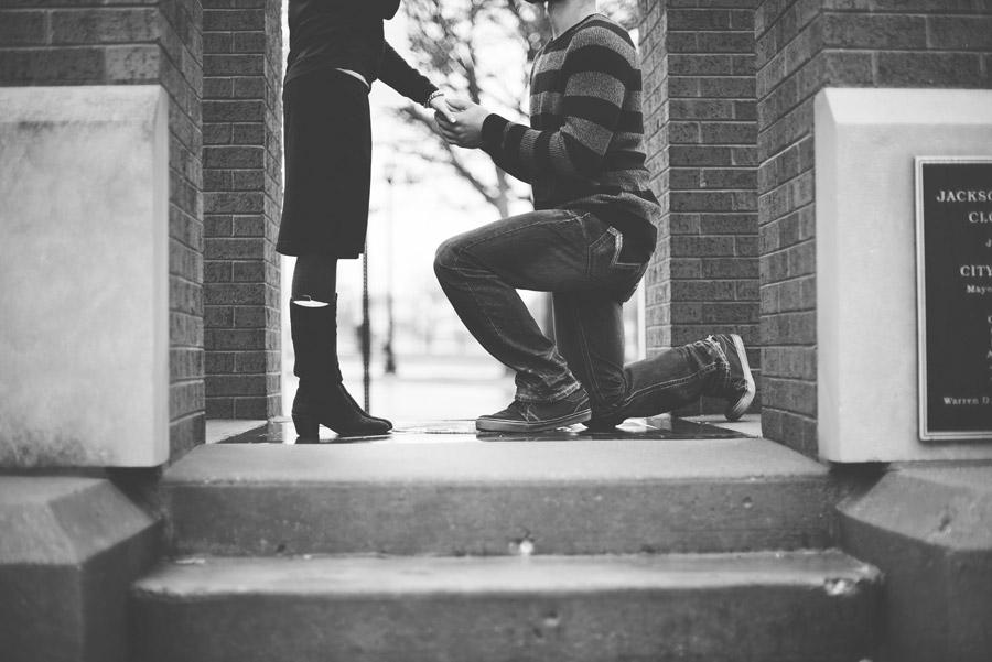 プロポーズ 女性 男性 結婚 指輪