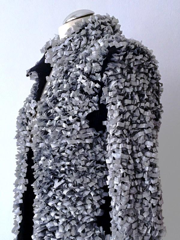 loopcoat-silbergrau-schwarz-handmade-abendmantel-boucle-wolle uweurbansky
