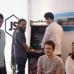 JS-Republic - Détente autour de la borne d'arcade