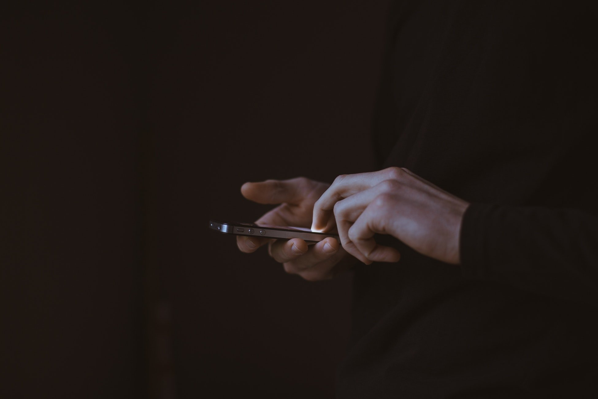 Could the new iOS update have introduced a flaw that allows USB devices access to the device? Image: Unsplash