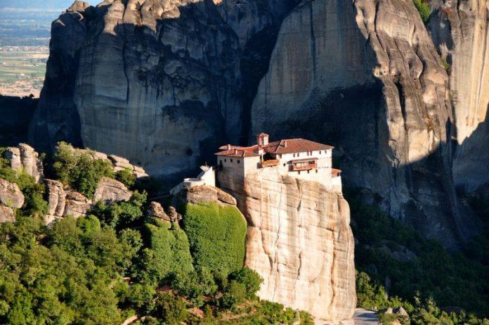 I monasteri ortodossi sulle montagne a Meteora, Greccia