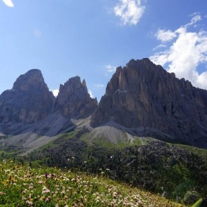 Trekking Canazei: andar per sentieri tra il Sella e il Sassolungo